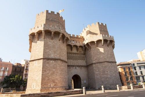 Vista de las Torres de Serranos en Valencia