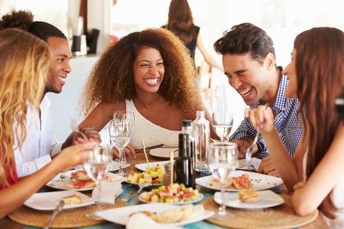 7 consejos para ahorrar en comida durante un viaje