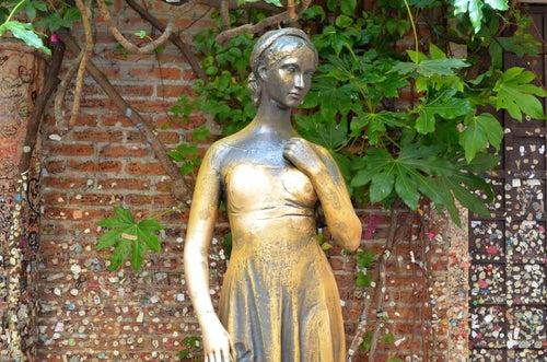Estatua de Julieta en Verona