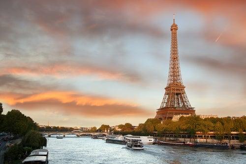 Torre Eiffel y río Sena