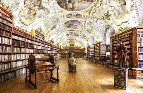Interior de la biblioteca nacional de Praga