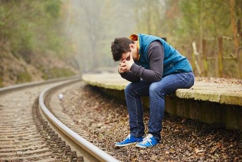 Joven apenado por perder su transporte