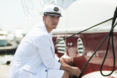 Capitán de barco en cubierta