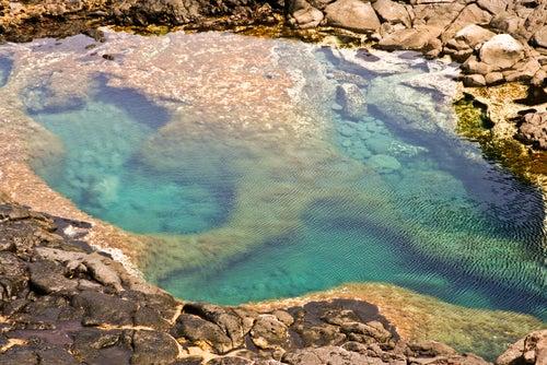 Los charcones, una de las piscinas naturales de España