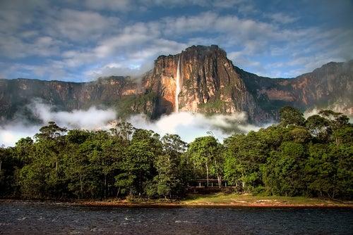 Salto del Ángel, una de las cascadas más bellas