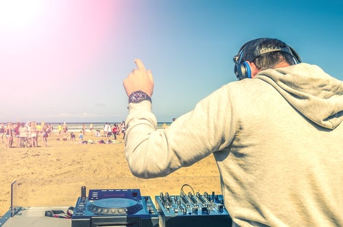 Dj en la playa de Ibiza