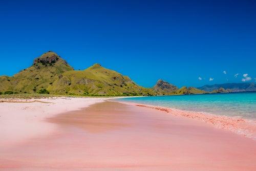 Arena rosa en Pink Beach