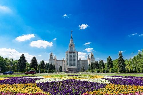 Fachada de la universidad estatal de Moscú