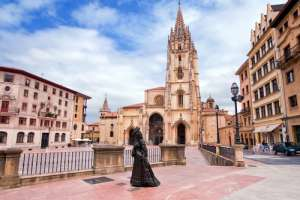 Plaza de la Catedral de Oviedo en el Principado de Asturias