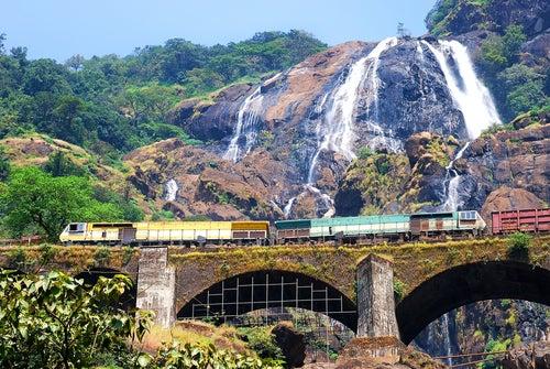 Cascada Dudhsagar en La India