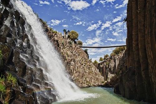 Cascada de agua en Hidalgo, México