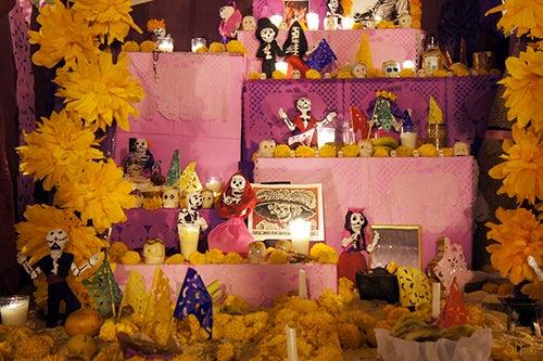 Altar del Dia de los Muertos en México