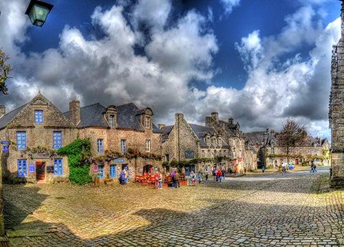 Vista de Locronan en Bretaña francesa