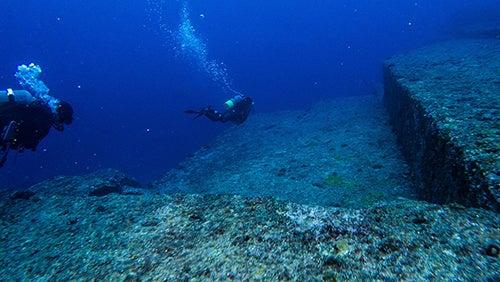 Submarinistas en Yonaguni