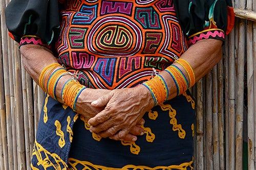 Vestimenta de los indios guna