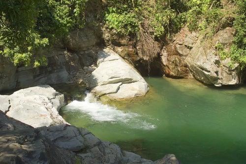 La isla Mindoro está situada al sur de Manila.