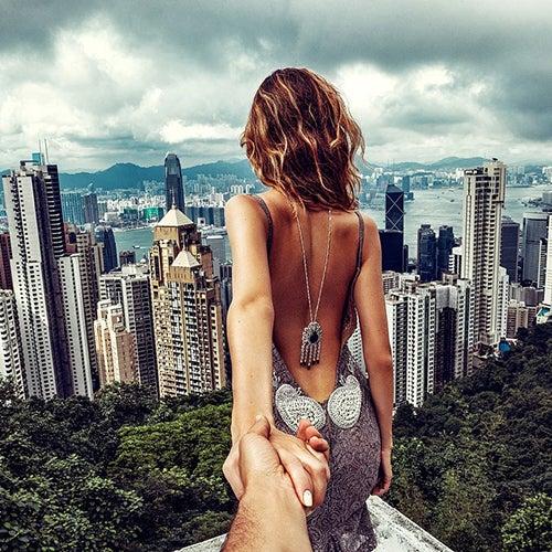 Fotografia de Murad Osmann con rascacielos