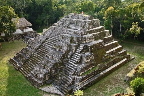 Pirámide maya en Guatemala