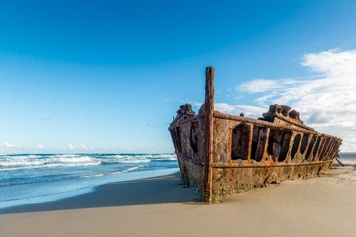 Barco varado en Isla Fraser