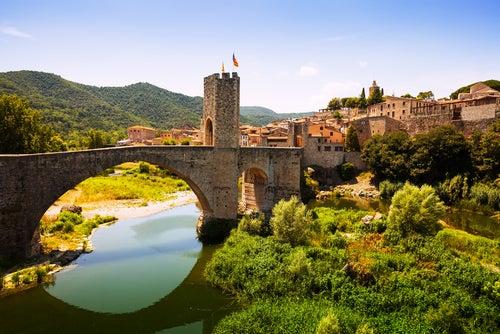 Puente medieval en Besalú