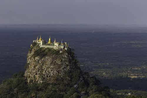Taung Kalat, un monasterio sobre un volcán