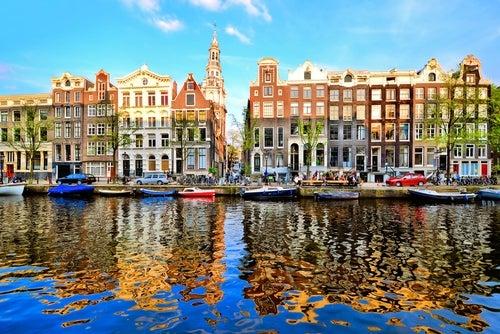 Vista de los canales de Amsterdam