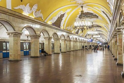 Estación de metro de Komsomolskaya en Moscú