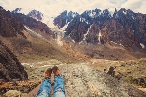 Turista en la montaña