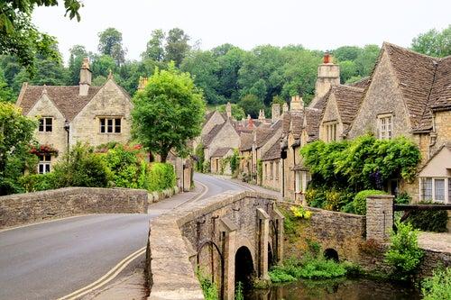 Calles medievales en Castle Combe en los Cotswolds