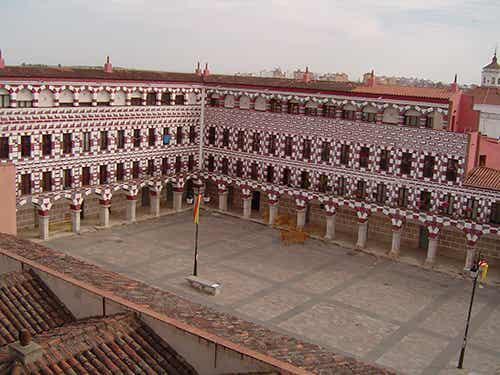 Las 8 plazas más encantadoras de España