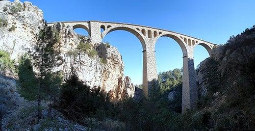 Puente Varda Koprüsü