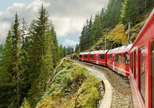 Tren atravesando Suiza