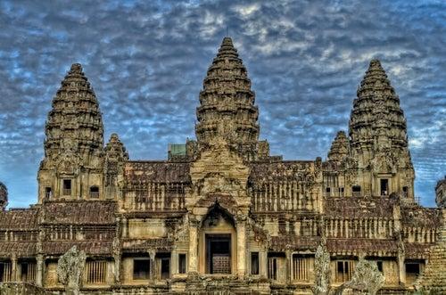 Torres ene l templo de Angkor Wat en Camboya