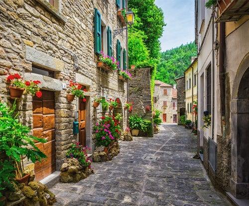 Pueblo típico en la Toscana
