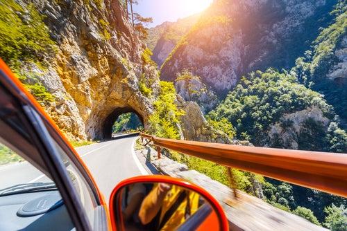 coche ebne l Cañón Piva en Bosnia