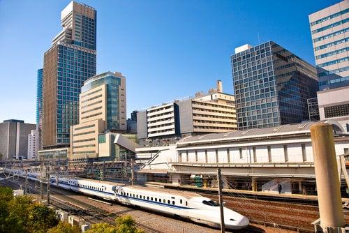 Tren en Tokio, para moverse en un viaje a Japón