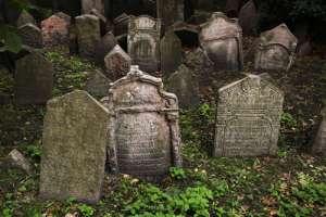 Tumbas en el cementerio judío de Praga