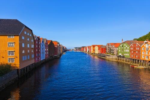 Casas de colores en Trondheim