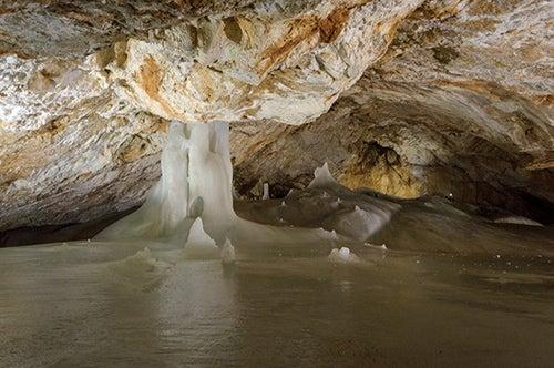 Cueva de hielo de Dobsina en Eslovaquia