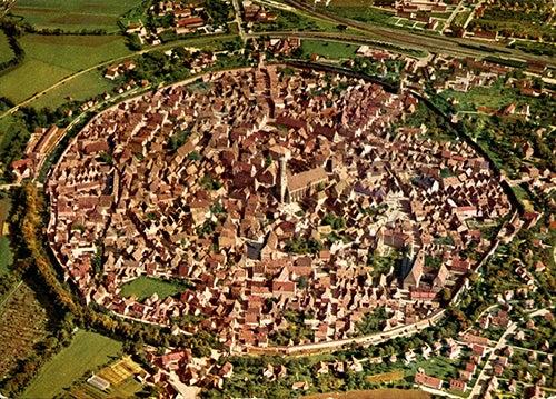 Nordlingen, una ciudad dentro de un cráter