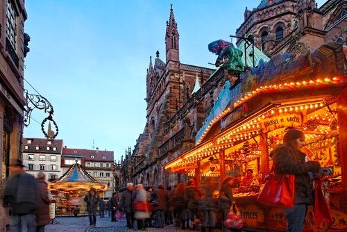 Mercadillo de Navidad de Estrasburgo - Radu Razvan / Shutterstock.com
