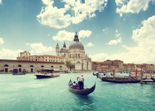 PAseo roma´ntico en góndola en Venecia
