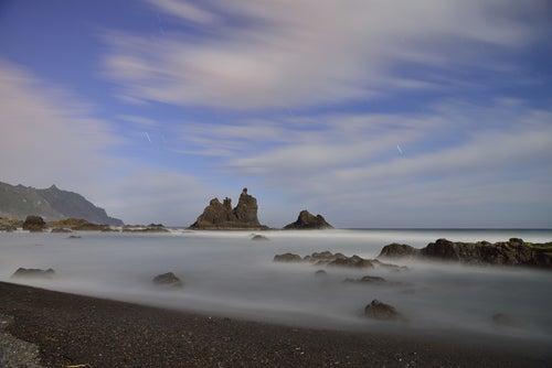 Bruma en la playa de Benijo