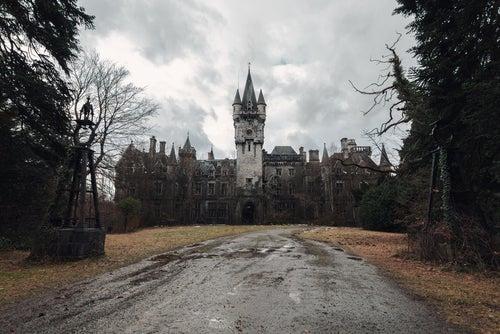 Castillo abandonado de Miranda en Bélgica