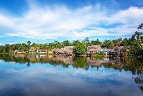 Poblado indígena en el Amazonas