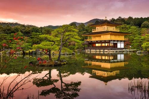 Kinkaku-ji- al atardecer