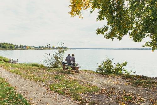 PAreja en lago