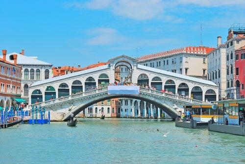 Gran Canal y Puente Rialto en Venecia