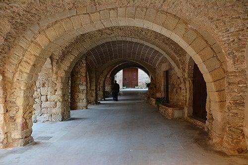 Arcos en Peratallada