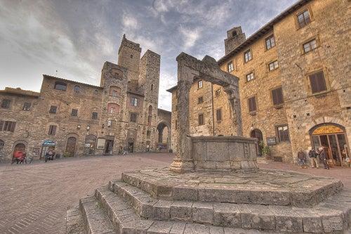 Plaza de la Cisterna de San Gimignano